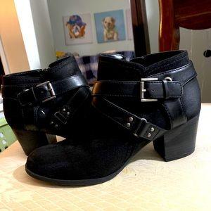 Low cut women's Moro style boots